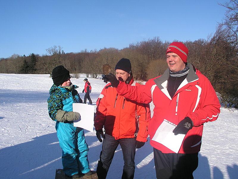 Der jüngste Teilnehmer Leo Rausch wurde von Matthias Leyh (r.) und Bürgermeister Ulrich Waldsachs besonders geehrt.