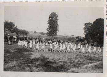 10. Oktober 1933 Jungmädchen aud dem Sportplatz